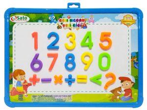 Thương hiệu Chất liệu Màu sắc Độ tuổi Số chi tiết Xuất xứSATO Nhựa nguyên sinh Đa màu 3+ Bảng nam châm, các chữ số và dấu toán học, bút lông, các hình học Việt Nam